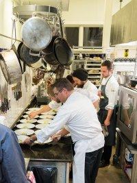 Szef kuchni przy pracy